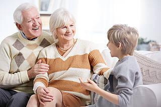 Großeltern, Enkel, Oma und Opa