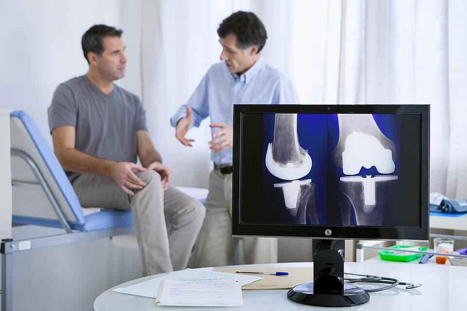 Knie-Endoprothese, Gelenkschmerzen, Knie-Operation