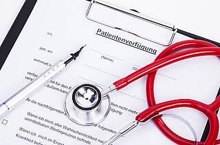 Mit der Patientenverfügung wollen viele für den Ernstfall vorsorgenlen sich viel P