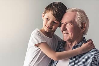 Nahezu jede Krebsart kann von Generation zu Generation weitergegeben werden. Besonders häufig kommt das bei Brustkrebs, Darmkrebs und Prostatakrebs vor