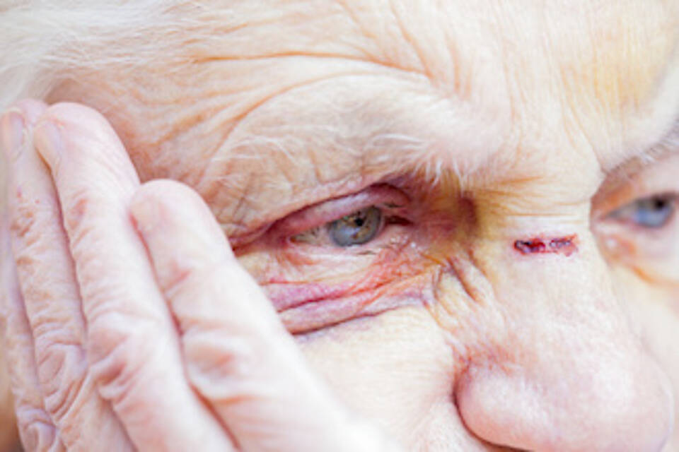 Gewalt in der Pflege - Beratung und Information