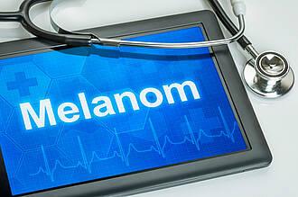 Einem Melanom kann man vorbeugen. Haut langsam an die Sonne gewöhnen und Sonnenbrände meiden