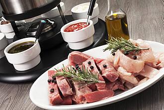 Rohes Fleisch sollte in der Küche mit Umsicht vorbereitet werden