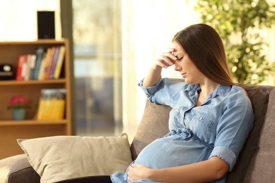 Schwangere mit TSH zwischen 2,5 und 4,0 mU/l müssen keine Schilddrüsenhormone einnehmen, sofern die Schilddrüse gesund ist, sagen neue Studien