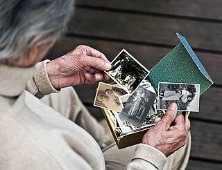 Soziale Interaktion wie Erinnerungstherapie lindert Depression bei Demenz-Patienten