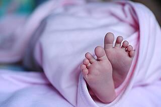 Kinder mit schweren kombinierten Immundefekten kommen scheinbar gesund auf die Welt. Doch ein kleiner Infekt kann für sie lebensbedrohlich sein