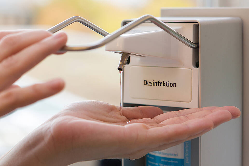 Hände desinfizieren statt waschen: schonender für die Haut, besserer Schutz vor Krankheitserregern