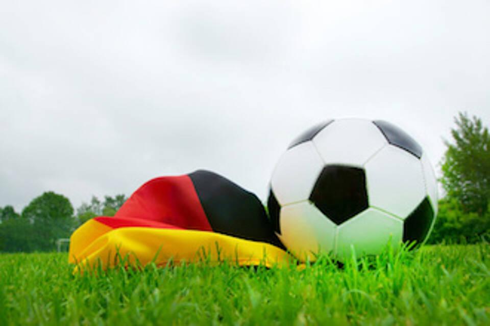 Vor Fußballreisen Auslandskrankenversicherung prüfen