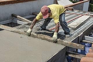 Bauarbeiter in der Sonne