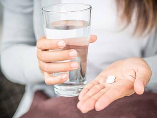 Der Klassiker Aspirin: Niedrig dosiertes ASS wirkt offenbar auch entzündungshemmend und anti-thrombotisch