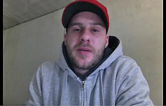 Krebs ist ein Arschloch – Hilfst Du mir? Ex-Pirat Claudius Holler bittet auf Youtube um Spenden für eine Chemotherapie. Er ist an Hodenkrebs erkrankt