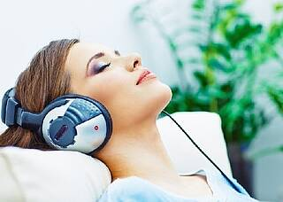 Musiktherapie hilft bei Tinnitus