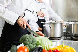 Gesundes Essen, hohe Aluminiumbelastung: Das BfR warnt vor unbeschichten Alumenüschalen