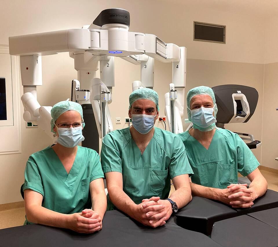 Feinere Schnitte und Nähte: Ärzte vom Universitätsklinikum Gießen lassen sich bei Magenbypässen vom Robotersystem daVinci assistieren