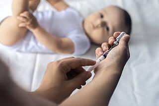 Sechsfachimpfung für Säuglinge: Neuer Impflan sieht eine Impfung weniger vor, mit Ausnahme von Frühgeborenen