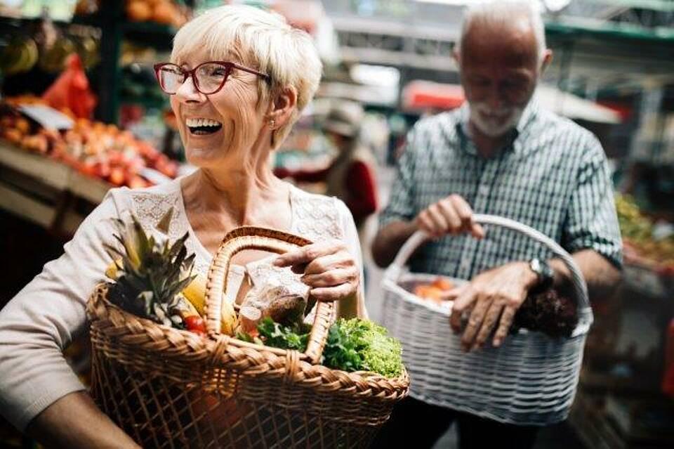 Eine pflanzliche Ernährung wirkt eher entzündungshemmend, tierische Produkte haben dagegen eine leicht entzündungsfördernde Wirkung