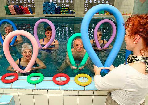 Bewegung in Warmem Wasser hilft bei Rheuma