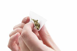 Cannabis nur gewickelt oder auch geraucht? Eine Haaranalyse kann das nicht unterscheiden