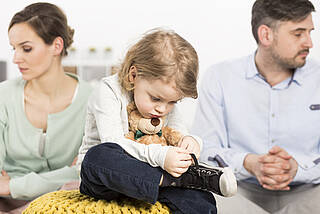Chronisch dicke Luft zu Hause kann Kinder enorm belasten. Viele leiden später unter psychischen und körperlichen Erkrankungen