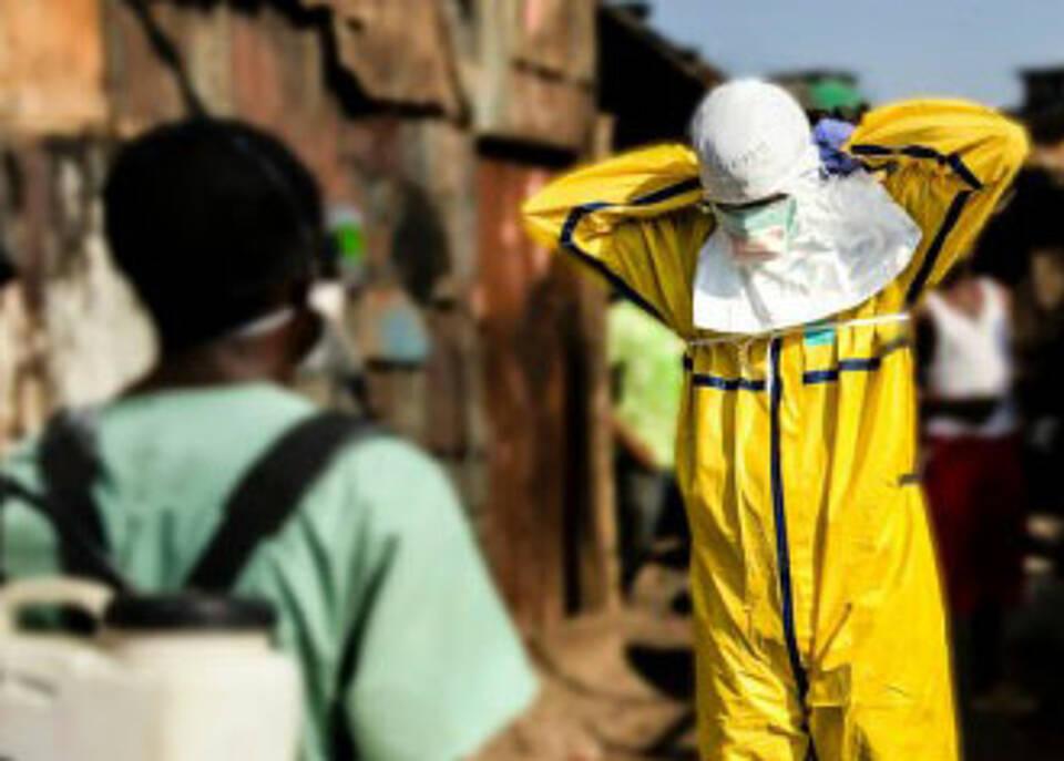Analyse von Ärzte ohne Grenzen: Ebola-Epidemie durch weltweite Untätigkeit eskaliert