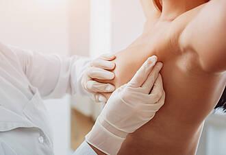 IORT: Bei Brustkrebs im sehr frühen Stadium kann eine einmalige Bestrahlung während der OP eine Alternative zu einer herkömmlichen Bestrahlung sein