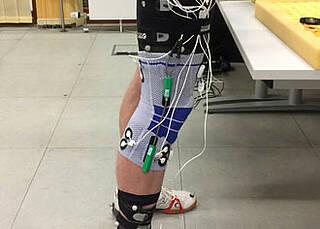 Lernende Kniebandage soll Bewegung bei Arthrose verbessern