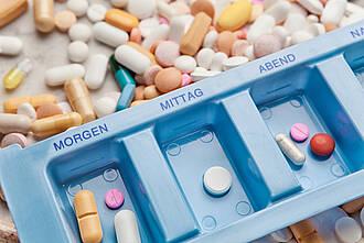 Pillendose, tabletten, medikamente, polypharmazie, arzneimittel