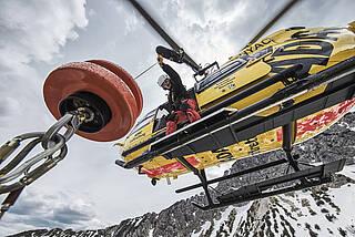 ADAC Rettungshubschrauber mit Seilwinde