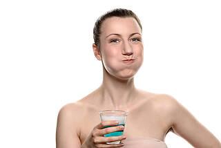 Gewöhnliche Mundspülungen können das Coronavirus inaktivieren. Die Zellen sorgen jedoch für Nachschub