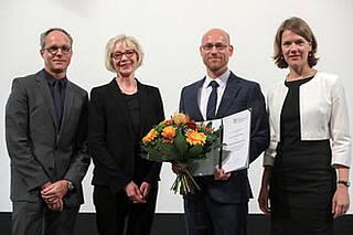 Martin Leisegang (3.v.li) erhält Curt Meyer Gedächtnis Preis für die Erforschung einer Gentherapie mit T-Zellrezeptoren