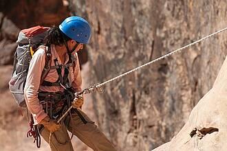 Längeres Hängen im Seil kann zu einem Hängetrauma führen. Hierbei kommt es offenbar zu einem neurokardiogenen Reflex