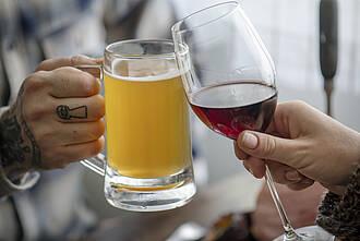 Um Alkohol ranken sich viele Mythen. Die meisten stimmen nicht