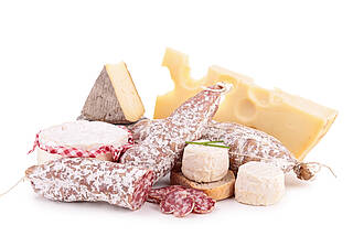Ein Hefepilz inn Käse und Wurst fördert Entzündungsvorgänge im Darm
