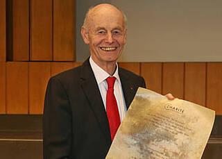 Hat viel für Berlin und die Charité getan: Dafür bekam Detlev Ganten am 9. Dezember den Ehrendoktortitel verliehen