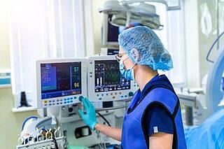 Bei der künstlichen Beatmung muss Druck auf die Lunge ausgeübt werden. Das kann zu irreversiblen Schäden am Lungengewebe führen