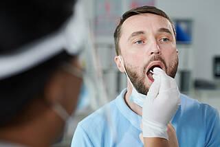 Krebs in der Mundhöhle streut in jedem dritten Fall in die Hals-Lymphknoten