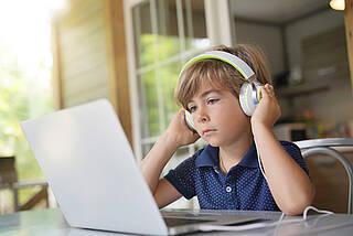 Kopfhörer, Audiogeräte, Kinder, Hörverlust, Schwerhörigkeit
