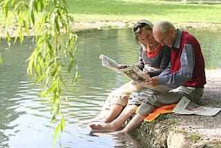 Geistig aktiv bleiben gehört zu den Vielen Tipps, wie man das Alzheimer-Risiko senken kann