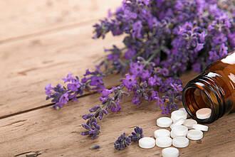 Traditionelles Heilmittel oder wissenschaftlich untersucht: Bei pflanzlichen Arzneimittel gibt es große Unterschiede
