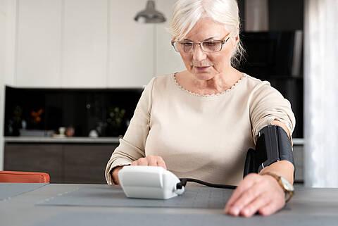 Nach den Wechseljahren leiden 55 Prozent der Frauen an einem Bluthochdruck