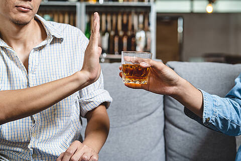 Besser mal Nein sagen: Denn Alkohol kann Herzrhythmusstörung auslösen