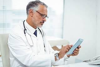 Umfrage der Deutschen Gesellschaft für Innere Medizin zeigt: Das Wissen aus Leitlinien kommt nicht in Gänze beim praktizierenden Arzt an