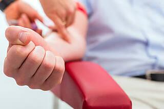 Blutdrucksenker Blutspende: ist einfach und hilft auch noch anderen Patienten.