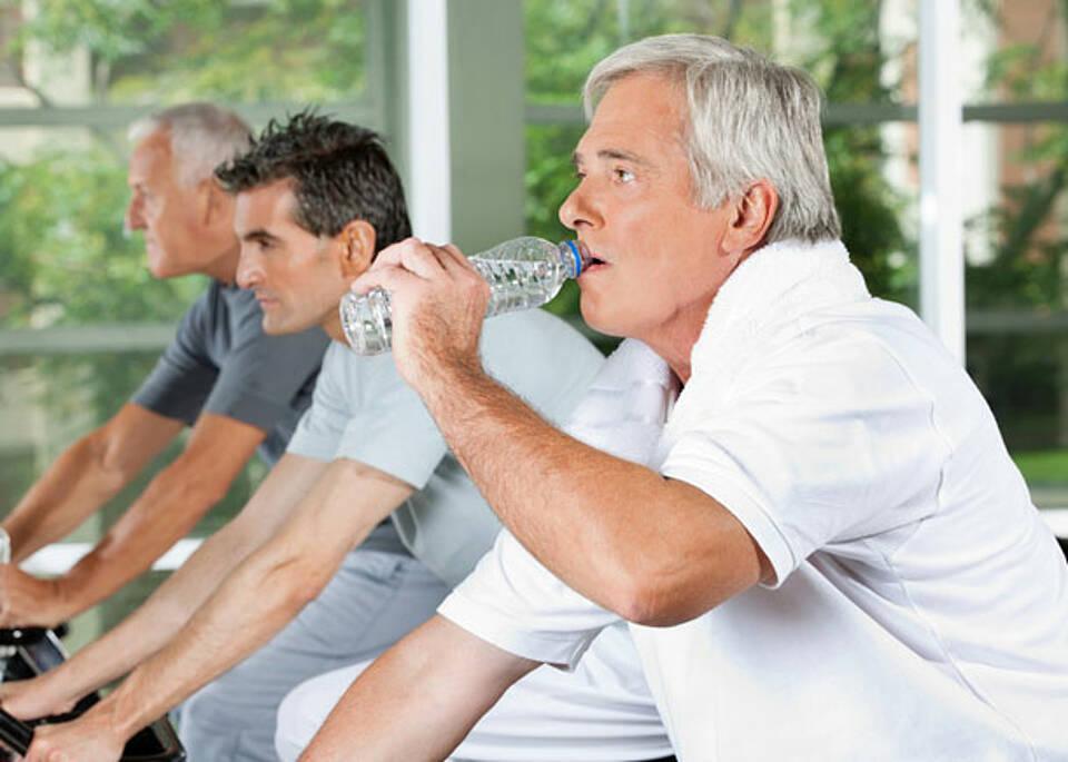 Fast jeder Zehnte hält sich im Fitness-Studio fit