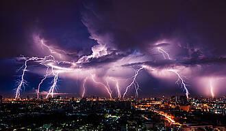 Blitz und Donner können lebensgefährlich werden. Kinder bekommen Tipps auf einer neuen Gewitter-App
