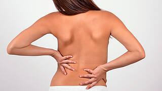 Nach Bandscheibenvorfall an der Lendenwirbelsäule liegt häufig ein Bakterienbefall vor. Dann helfen Antibiotika