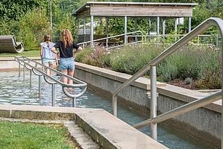 Kneippen, Kneippbecken, Hydrotherapie, Kneippbad
