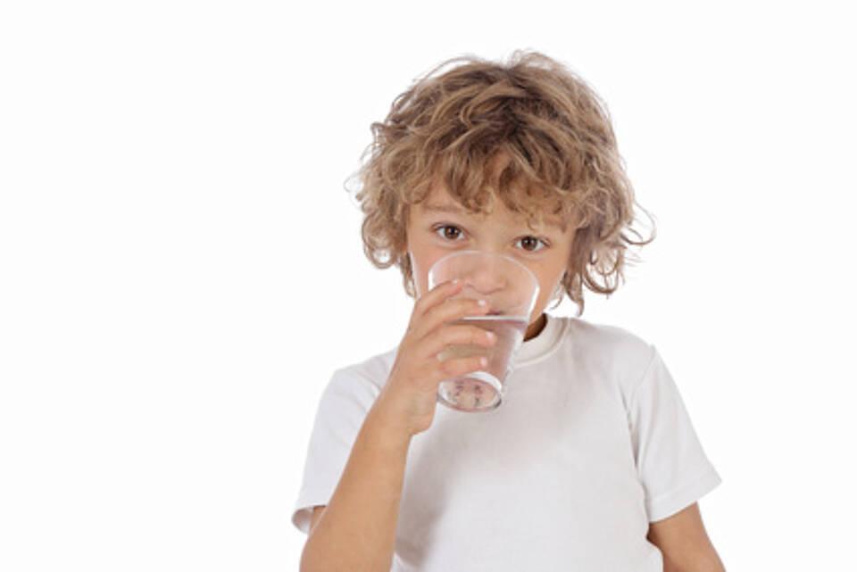 Bei Brechdurchfall hilft viel trinken. Viel mehr kann man gegen Noroviren nicht tun