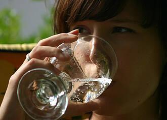 Wassertrinken regelt den Blutdruck