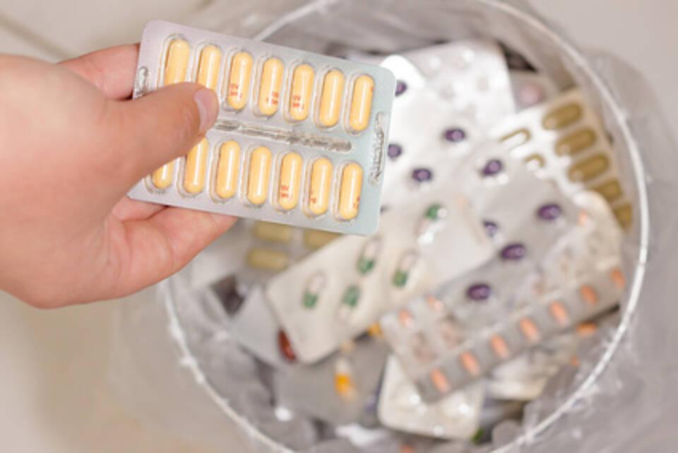 Medikamente richtig entsorgen: Hausmüll ist erlaubt, tabu ist die Toilette